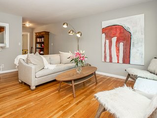 *CENTRAL* Comfortable Art and Light-filled House, Wonderful Location