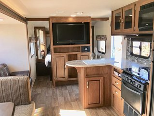 Vacation on the Central Coast in Style! Delivery/Setup Included