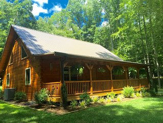 SKI!!! Beautiful Mtn Cabin by a Stream Near AT and NC Ski Slopes!