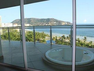 Bayview Grand Marina...Luxury Ocean Views....Infinity Pool....Jacuzis on Ocean