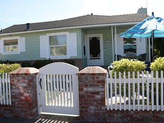 Walk To Twin Lakes Beach, Starbucks & Harbor ~ Fenced-in Yard For Kids & Pets