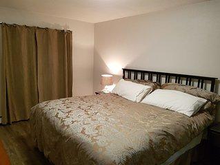2 Bedroom Sleeps 6 on the West Edge of Calgary