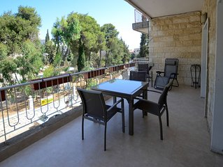 Gorgeous 2 Bedroom Vacation Apartment in Central Jerusalem. Super safe block!