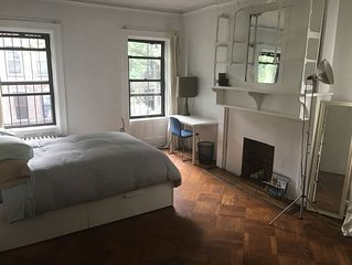 HUGE bedroom in gorgeous apt in the lovely neighborhood of fort Greene.