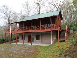 Cozy log cabin in golf community near Mt. Mitchell and Falls