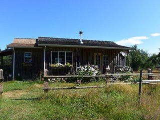 Heritage cabin on picturesque 5 acres on the Tsolum River.