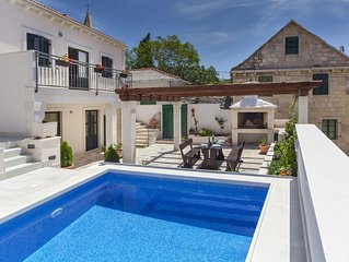 Beautiful Traditional Dalmatian Stone Villa, Private Pool & Sea View, just 200 m
