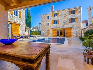 Beautifully Renovated Traditional Stone Villa, Private Pool in the Picturesque V