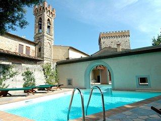 Villa a Volognano con 6 camere da letto e 12 posti letto