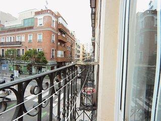 Habitación con baño privado y balcón en un apartamento compartido en Cuatro Cami