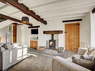 Piglet Cottage - Two Bedroom House, Sleeps 3