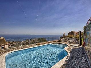 Villa Laila Grande: Un'incantevole villa su due piani rivolta al sole e al mare.