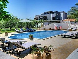 Ferienwohnung mit Pool, Klimaanlage, WLAN, 4 Schlafzimmer - zum Sandstrand sind