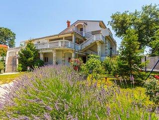 Schönes Appartement 500 Meter bis zum Sandstrand mit WLAN, Grill, Garten mit Kin