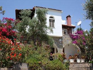 Wunderschön gelegenes Ferienhaus direkt oberhalb vom Strand, Wifi | Messenien, P