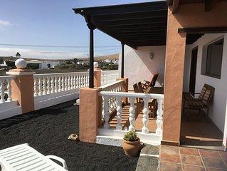 Landhaus in Teguise mit weitem Blick uber die Vulkane