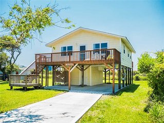 Sunset Bay: 3BR/1BA, Sleeps 6, North Topsail Beach with Sound and Marsh Views!