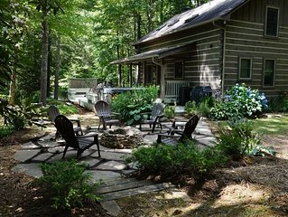 1 Sweet Seclusion -Peaceful cabin just outside of Boone with hot tub!
