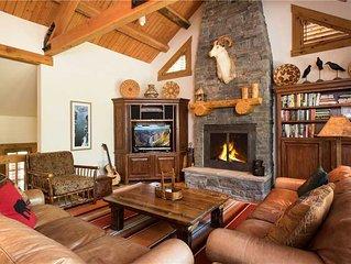 RMR:4 Bedroom Deluxe House- Walk to Ski Runs and Restaurants! Free Activities