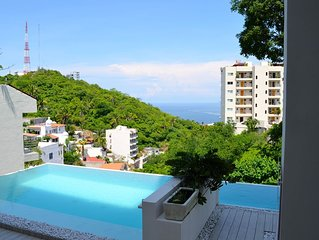 Great mountain and ocean views from >Los Papelillos>, and close to malecon