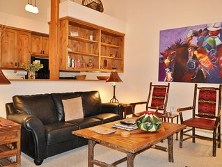 RMR: Professionally Decorated 2 Bedroom Loft in the Aspens + Free Activities!