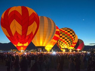 Cozy room for the Balloon fiesta!