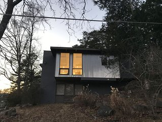 Unique Mid-Century Modern In Downtown Hot Springs With Park & Mountain Views