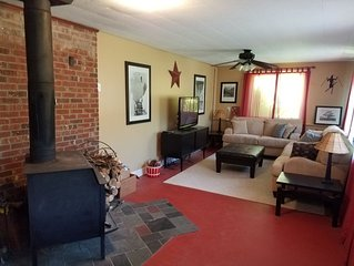 Minutes from the heart of Ellicottville! Beautiful 4 bedroom, sleeps 10.