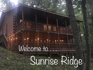 Budget friendly ! Dog friendly! 2 bd/2 ba. Lodge decor! WIFI, NETFLIX !