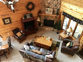 Beautiful log cabin located in the heart of Lutsen on Ski Hill Road.