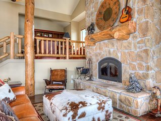 Unique Luxurious Mountain Town Home with breathtaking views centrally located