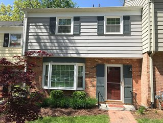 BLACKSBURG - Newly Renovated Luxury Townhouse - 1.1 Miles from Campus