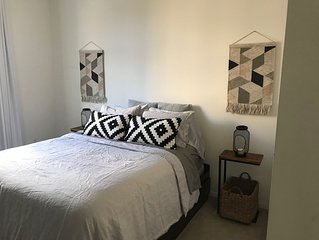 **LUXE HOLLYWOOD APT ONLY 5 MINS FROM UNIVERSAL STUDIOS!! **