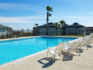 Super cute condo at Beachhead condos! HEATED POOL! Beach access!