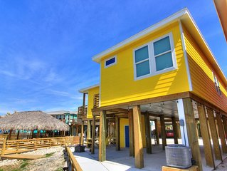 Awesome island home with a community pool. In the heart of Port Aransas!