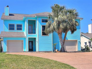 Amazing canal front home! Boat lift! Close to Rockport Beach!