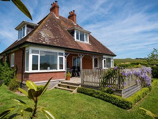 Old Shooting Lodge in Bridport, Dorset, Countryside Views, Hot Tub, 4 Star Gold