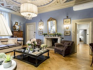 Elegant and Homey 4 Bedrooms Apartment, Air Conditioning within the Lucca Walls