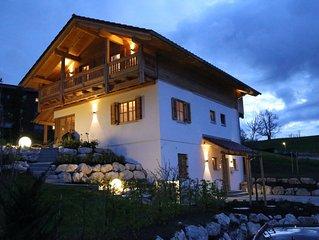 Neues Ferienhaus im Landhausstil mit großem Naturpool, Garten und Garage