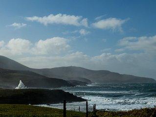 Fußläufig zum rauschenden Atlantik an St.Finian´s Bay mit Strand in Co.  Kerry.
