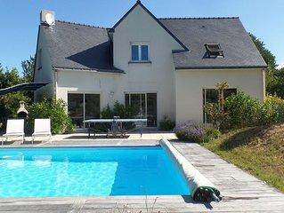 Villa contemporaine avec piscine chauffée  proche plage