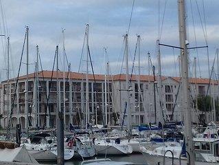 A louer Studio meuble (curistes et vacanciers) port de plaisance de Rochefort)