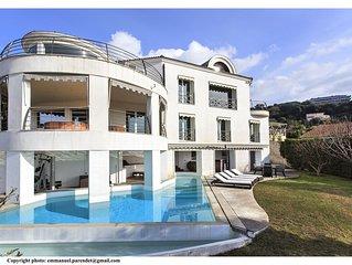 Luxueuse villa d'architecte vue mer avec piscine