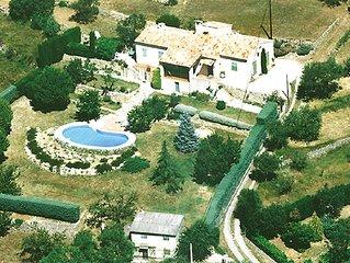 Splendide villa provençale typique sur 10000 m2, vue panoramique 180°, piscine
