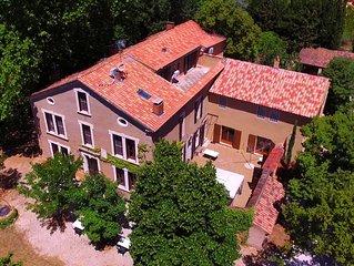 Maison de maitre à Roussillon, piscine et grand terrain - Idéal familles et amis