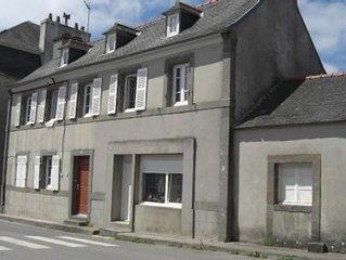 Bretagne, Finistere, Parc Naturel Regional d'Armorique, Haut maison avec Jardin