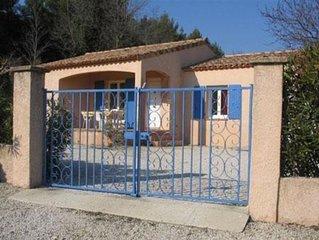 Villa Provençale au milieu d'une propriété viticole, proche du Mont Ventoux