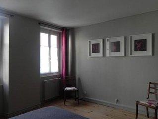 A louer spacieux dupleix centre historique La Rochelle.