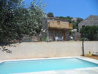 Maison toute de pierres dans le maquis, piscine privee chauffee,wifi