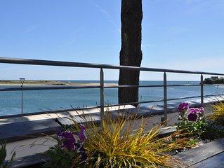 Maison/appartement offrant une vue panoramique sur la plage et l'océan.